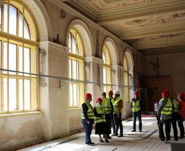 Historickou budovu návštěvě ukázal generální ředitel Národního muzea Michal Lukeš