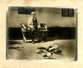 Antonín Dvořák with pigeons in Vysoká