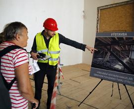 Pracovníci podávali informace k rekonstrukci