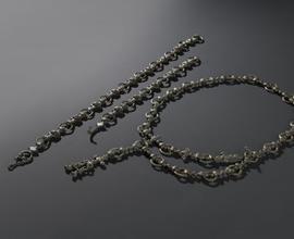 Bronzové opaskové řetězy s emailovými vložkami ze Stradonic u Loun a Telců