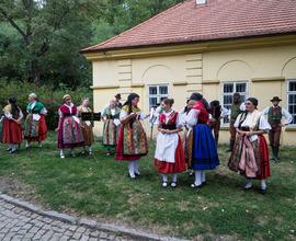 Akce se konala uvnitř Letohrádku i v zahradách