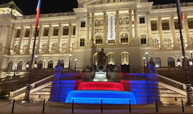 Fontána Národního muzea se opět rozzáří barvami