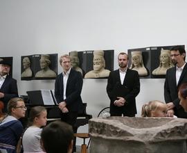 Součástí programu bylo pásmo písní České dějiny v písničce