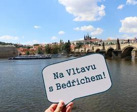 Projížďka lodí po Vltavě nabídla nejen jiný pohled na budovu muzea, ale i na Pražský hrad a Karlův most