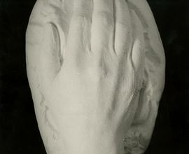 Posmrtný odlitek ruky Antonína Dvořáka, který sňal Josef Mařatka