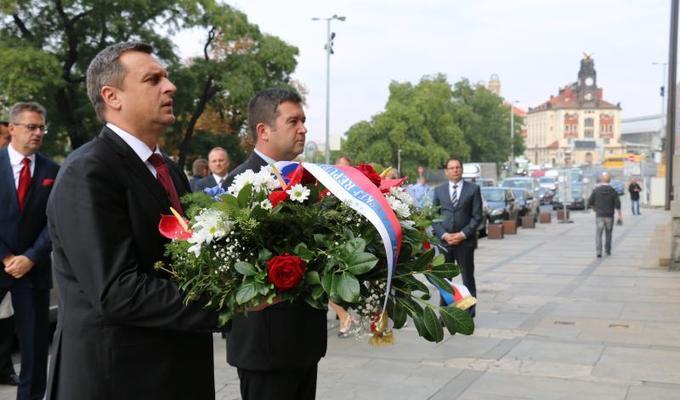 Předseda PSP ČR, předseda NR SR a statutární zástupce generálního ředitele Národního muzea uctili památku Alexandera Dubčeka