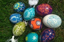 Malování ukrajinských velikonočních kraslic