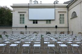 Letní kino Kinská za Národopisným muzeem Národního muzea
