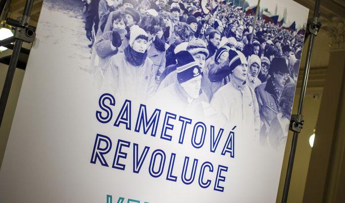 Aspoň na víkend si připomeň sametovou revoluci