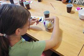 Tradiční řemeslné dílny pro děti: Malování na keramiku