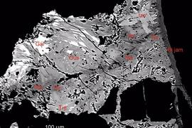 Vědci z Národního muzea přispěli k objevu nového minerálu