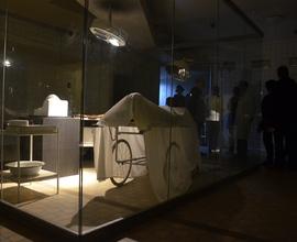 Do období 50. let návštěvníky přenesly postavy pracovníků Mauzolea Klementa Gottwalda