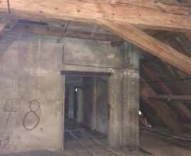 Půda Hamburských kasáren, dnes depozitář Národního muzea, kde byli za války vězněni i dánští občané. Fotografie pochází z projektové dokumentace architektonického ateliéru SVIŽN.