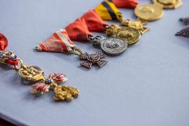 Unikátní vyznamenání a řády Františka Ferdinanda d'Este, která měl na své uniformě v okamžiku atentátu 28. června 1914 v Sarajevu, se dnes připravují k instalaci do nových stálých expozic Národního muzea