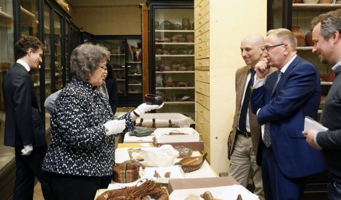 Sbírky Náprstkova muzea zaujaly muzejníky z kanadského Royal British Columbia Museum